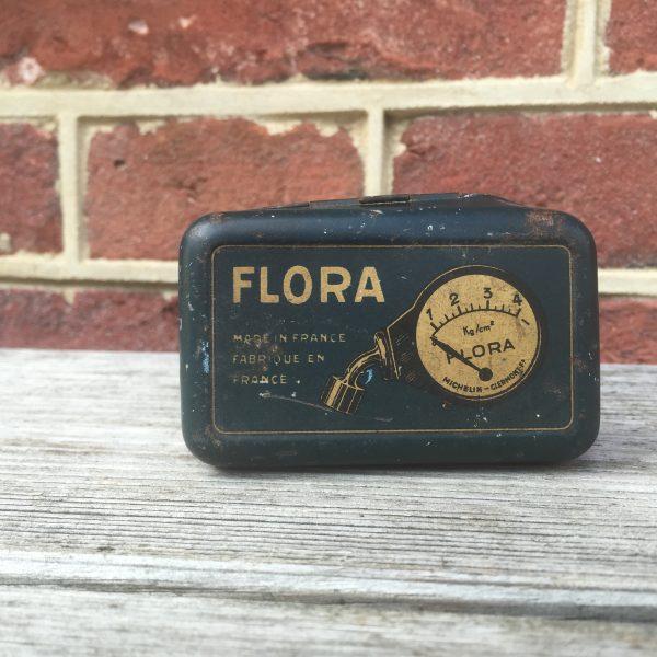 1929 Michelin 'Flora' pressure gauge
